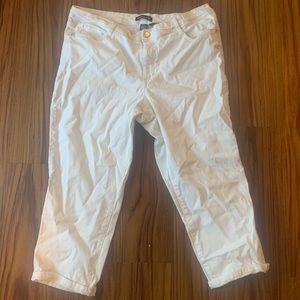Bandolino White Selena Fit Capris Size 14
